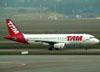 Airbus A320-232, PR-MBE, da TAM. (01/07/2011)