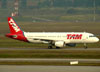 Airbus A320-214, PR-MHZ, da TAM. (01/07/2011)