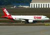 Airbus A320-214, PR-MHM, da TAM. (01/07/2011)