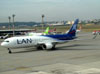 Boeing 767-316ER, CC-CWV, da LAN, taxiando no aeroporto de Cumbica, em Guarulhos (SP). (01/07/2011)