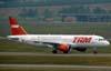 Airbus A320-214, PR-MHK, da TAM. (06/07/2008)