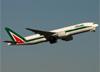 Boeing 777-243ER, EI-DBK, da Alitalia. (07/08/2014)