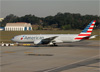Boeing 777-223ER, N785AN, da American. (07/08/2014)