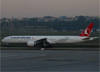Boeing 777-3F2ER, TC-JJK, da Turkish Airlines. (07/08/2014)