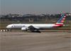 Boeing 777-323ER, N730AN, da American. (07/08/2014)