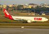 Airbus A330-223, PT-MVN, da TAM. (09/07/2011)