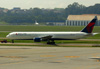 Boeing 767-432ER, N827MH, da Delta. (12/12/2012)