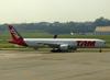 Boeing 777-32WER, PT-MUG, da TAM. (12/12/2012)