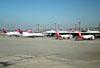 Aeronaves estacionadas em Cumbica. (16/06/2011)