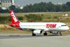Airbus A320-232, PR-MBH, da TAM. (16/06/2011)