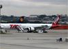 Boeing 777-32WER, PT-MUA, da TAM. (19/12/2013)