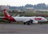 Airbus A320-232, PR-MBZ, da TAM. (19/12/2013)