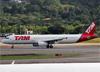 Airbus A321-231, PT-MXH, da TAM. (19/12/2013)