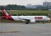 Airbus A320-214 (WL), PR-TYB, da TAM. (19/12/2013)