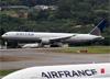 Boeing 767-424ER, N77066, da United. (19/12/2013)