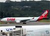Airbus A330-223, PT-MVM, da TAM. (19/12/2013)
