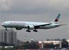 Boeing 777-333ER, C-FITL, da Air Canada, pousando no aeroporto de Cumbica, em Guarulhos. (19/12/2013)