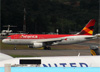 Airbus A320-214, PR-AVR, da Avianca Brasil. (19/12/2013)