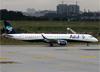Embraer 195AR, PR-AYS, da Azul. (19/12/2013)