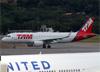 Airbus A320-214 (WL), PR-TYG, da TAM. (19/12/2013)
