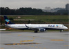 Embraer 195AR, PR-AXI, da Azul. (19/12/2013)