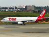Airbus A320-232, PR-MBG, da TAM. (21/04/2013)