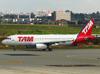 Airbus A320-232, PR-MAP, da TAM. (21/04/2013)