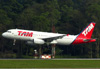 Airbus A320-232, PR-MBX, da TAM. (21/04/2013)