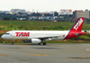 Airbus A320-232, PT-MZH, da TAM. (21/04/2013)
