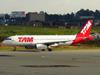 Airbus A320-232, PR-MBC, da TAM. (21/04/2013)
