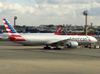 Boeing 777-323ER, N718AN, da American. (21/04/2013)