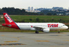 Airbus A320-214, PR-MYE, da TAM. (21/04/2013)