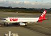 Airbus A320-232, PR-MBB, da TAM. (21/04/2013)