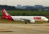 Airbus A320-214, PR-MHB, da TAM. (21/04/2013)