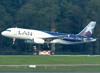Airbus A320-233, LV-BSJ, da LAN Argentina. (21/04/2013)