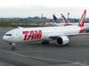 Boeing 777-32WER, PT-MUC, da TAM. (21/04/2013)