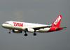 Airbus A320-232, PR-MBH, da TAM. (21/04/2013)