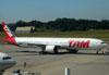 Boeing 777-32WER, PT-MUB, da TAM. (22/03/2012)