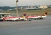 Os Fokker 100 de prefixo PR-OAG (esquerda) e PR-OAM, da OceanAir. (23/06/2009)