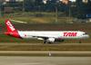 Airbus A321-231, PT-MXF, da TAM. (26/07/2012)
