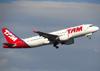 Airbus A320-214, PR-MHE, da TAM. (26/07/2012)