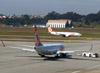 Boeing 737-8EH, PR-GUE, da GOL. (26/07/2012)