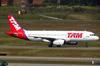 Airbus A320-233, PR-MBM, da TAM. (26/07/2012)