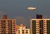 Airship do Brasil ADB 3-X01, prefixo PR-ZOV, sobrevoando São Carlos (SP). (14/07/2017)
