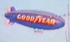 Dirigível A150 (PR-ANA) da Goodyear sobrevoando São Carlos. (04/06/2004)