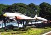 Lockheed T-33 Shooting Star, FAB 4350, exposto em uma praça atrás da casa onde residiu Alberto Santos Dumont, na antiga Fazenda Arindeúva, em Dumont, interior de São Paulo. (29/01/2006) Foto: Sérgio Cardoso