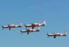 Quatro T-27 Tucanos da AFA, voando em formação diamante.
