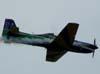 Tucano número 7, da Esquadrilha da Fumaça (isolado), FAB 1326, pilotado pelo Capitão Aviador Gustavo Luís, se preparando para fazer um stol de badalo.