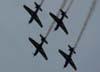Tucanos 1, 2, 3 e 4, da Esquadrilha da Fumaça, saindo de um looping.