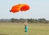 Monica Edo, paraquedista do Circo Aéreo (Esquadrilha Oi).